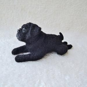 Kutya hasonmás - egyedi mopsz  fekvő szobor (Inkarno) - Meska.hu