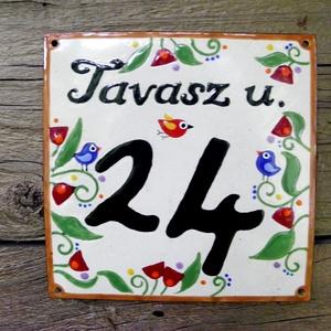 Egyedi tűzzománc utcatábla  - tulipános/lepkés/bogyós, Lakberendezés, Otthon & lakás, Utcatábla, névtábla, Magyar motívumokkal, Táska, Divat & Szépség, Tűzzománc, Egyedi,tűzzománc házszám, utcatábla, megrendelésre készül.\n\nMérete: 15 x 15 cm\nVálasztható motívumok..., Meska