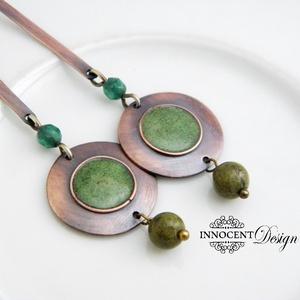 Minimál - zöld fülbevaló - tűzománc-réz, Ékszer, Fülbevaló, Lógós fülbevaló, Egyszerű, mégis mutatós, hosszú fülbevaló.  Minden részét magam készítettem.  A réz antikolt és polí..., Meska