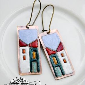 Hundertwasser - színes házikó - tűzzománc fülbevaló , Ékszer, Fülbevaló, Ékszerkészítés, Tűzzománc, Színes kis házikók, ezúttal kis téglalap alakú lemezre festve.\n\nAntikolt nikkelmentes fülbevalóalapr..., Meska