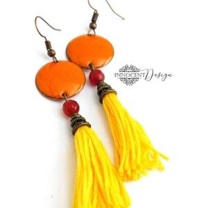 colorBlocking - bojtos tűzzománc fülbevaló (sárga és narancssárga), Ékszer, Rojtos fülbevaló, Fülbevaló, Zománcozott vörösrézalap és osztott hímzőfonalból készült bojt. A kettő között egy csiszolt karneol ..., Meska