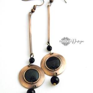Minimál - fekete - fülbevaló - tűzománc-réz, Ékszer, Fülbevaló, Lógós fülbevaló, Egyszerű, mégis mutatós, hosszú fülbevaló.  Minden részét magam készítettem.  A réz antikolt és polí..., Meska