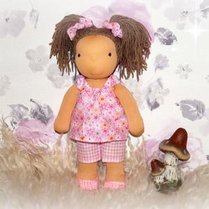 Anna baba, Gyerek & játék, Játék, Játékfigura, Plüssállat, rongyjáték, Baba-és bábkészítés, Varrás, Anna egy 35cm magas Waldorf jellegű kislány.Haja frizurázható.Ruhája levehető., Meska