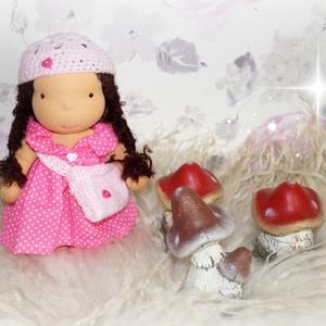 Amy baba, Gyerek & játék, Játék, Játékfigura, Plüssállat, rongyjáték, Baba-és bábkészítés, Varrás, Amy 26cm magas waldorf jellegű kislány.Ruhája levehető., Meska