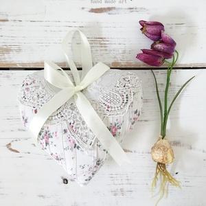 Romantikus csipkés, rózsás szív, Otthon & lakás, Dekoráció, Lakberendezés, Ajtódísz, kopogtató, Készleten lévő, azonnal rendelkezésre álló termék (a fotón az adásvétel tárgyát képező konkrét darab..., Meska