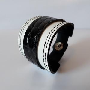 Fekete, fehér színű bőrkarkötő (Irha54) - Meska.hu