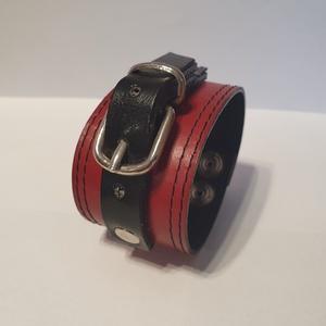 Red and Black - bőrkarkötő Akció !!!, Ékszer, Karkötő, Bőrművesség, Ékszerkészítés, 2990 Ft helyett 1990 Ft\n\nPiros, fekete színű bőrkarkötő.\n- ezüst, fekete színű csattal díszítve\n\nMér..., Meska