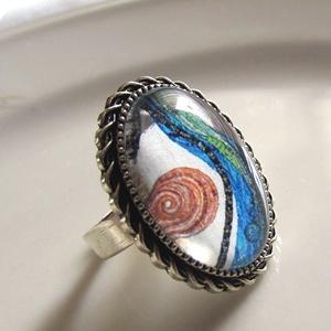 ÚJ KOLLEKCIÓ-vintage ABSZTRAKT MINTÁS gyűrű, Ékszer, Gyűrű, Üveglencsés gyűrű, Ékszerkészítés, Modern képet tettem  üveglencse alá.\nA lencse mérete:25x18mm\n\nA gyűrű állítható.\n\n, Meska