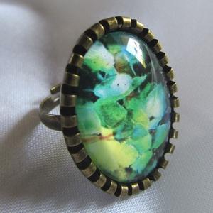 ÚJ KOLLEKCIÓ-vintage Zöld árnyalatok gyűrű, Ékszer, Gyűrű, Üveglencsés gyűrű, Ékszerkészítés, Modern zöld képet tettem  üveglencse alá.\nA lencse mérete:25x18mm\n\nA gyűrű állítható.\n\n, Meska