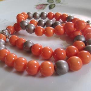 ÜVEGGYÖNGY-gyöngysor/ narancs/, Ékszer, Nyaklánc, Gyöngyös nyaklác, Ékszerkészítés, Gyönyörű narancs és aranybarna üveggyöngyökből  fűzött mutatós gyöngysor. \nA gyöngyök mérete: 8mm\nA ..., Meska