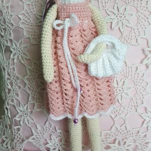 Tildus, Játék, Gyerek & játék, Baba, babaház, Játékfigura, Horgolás, Tilda jellegű baba horgolt technikával. A teste pamut fonalból készült; a ruhatára pedig akrilból.  ..., Meska