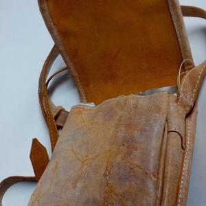 Koptatott narancssárga bőrből készült patkó alakú válltáska (itsevas) - Meska.hu