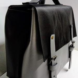 Mini minimál hátizsák - szürke/fekete, Táska, Divat & Szépség, Táska, Hátizsák, A hátizsák világos szürke és fekete marhabőrből  készült.  Nyers vászon béléssel, a bélésen kis zseb..., Meska