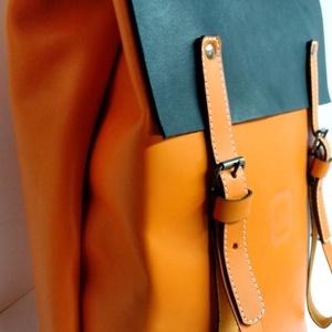 Minimál hátizsák - narancs/fekete, Táska, Divat & Szépség, Táska, Hátizsák, A hátizsák narancssárga marhabőrből  készült kis feketével. Világos vászon béléssel, a bélésen kis z..., Meska