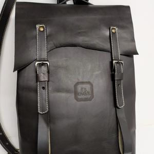Minimál hátizsák fekete_2, Táska, Divat & Szépség, Táska, Hátizsák, Bőrművesség, A hátizsák fekete marhabőrből készült. Világos vászon béléssel, a bélésen kis zseb, mobilnak, ennek-..., Meska