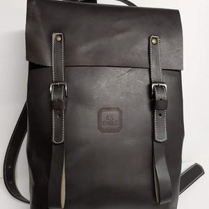 Minimál hátizsák fekete_1, Táska, Divat & Szépség, Táska, Hátizsák, Bőrművesség, A hátizsák fekete marhabőrből készült. Világos vászon béléssel, a bélésen kis zseb, mobilnak, ennek-..., Meska
