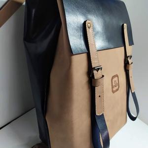 Minimál hátizsák nagyon sötétkék/drapp_2, Táska, Divat & Szépség, Táska, Hátizsák, A hátizsák éjkék és koptatott drapp marhabőrből készült. Acélkék vászon béléssel, a bélésen kis zseb..., Meska