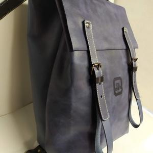 Minimál hátizsák kombinált_3, Táska, Divat & Szépség, Táska, Hátizsák, A hátizsák kétfajta kék marhabőrből készült. Farmerhatású vászon béléssel, a bélésen kis zseb, mobil..., Meska