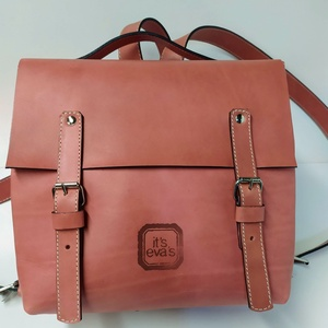 Mini minimál hátizsák - fáradt rózsaszín, Táska, Divat & Szépség, Táska, Hátizsák, A hátizsák nagyon szép matt fáradt rózsaszín marhabőrből  készült.  Fekete vászon béléssel, a bélése..., Meska