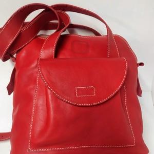 Háti/váll táska pirosból, Táska, Divat & Szépség, Táska, Hátizsák, Válltáska, oldaltáska, Olyan táska, amit ha akarom válltáskaként, ha a karom hátitáskaként használhatok. Csak egy mozdulat ..., Meska