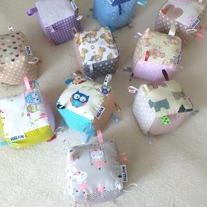 Címke kockák - többféle színben és mintában!, Babakocka, 3 éves kor alattiaknak, Játék & Gyerek, Varrás, Ez a kockajáték kicsiknek és piciknek készült. Amellett, hogy élénk színük leköti a babák figyelmét,..., Meska