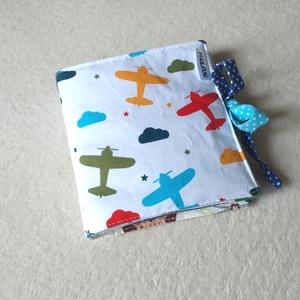 Csendeskönyv, babakönyv - Kék, Textilkönyv & Babakönyv, Játék & Gyerek, Varrás, Vidám, színes, mintás anyagokból készítettük Babádnak ezt a zörgő csendeskönyvet. A mintáknak köszön..., Meska