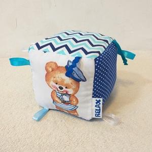 Kis tengerész Címke kocka / Babakocka, Játék & Gyerek, 3 éves kor alattiaknak, Babakocka, Varrás, Ez a kockajáték kicsiknek és piciknek készült. Amellett, hogy élénk színük leköti a babák figyelmét,..., Meska