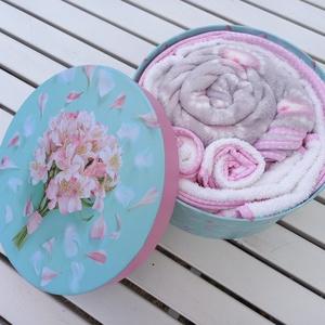 Babatextil rózsa box kalapdobozban, Játék & Gyerek, Babalátogató ajándékcsomag, Varrás, Meska