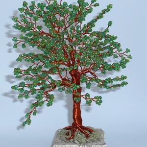 Zöld lombos nagy életfa, Dekoráció, Otthon & lakás, Ünnepi dekoráció, Dísz, Esküvő, Gyöngyfűzés, gyöngyhímzés, Ezt a fát a nyár ihlette, imádom ahogy végig megyek, akár egy parkon vagy erdőben, ahogy a hatalmas ..., Meska