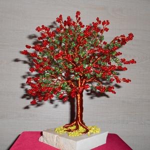 Pirosan virágzó életfa, Dísztárgy, Dekoráció, Otthon & Lakás, Gyöngyfűzés, gyöngyhímzés, A fa 4 mm-es piros és szívárványos zöld gyönggyel és vörös rézdróttal készült. A fa magassága 23 cm...., Meska