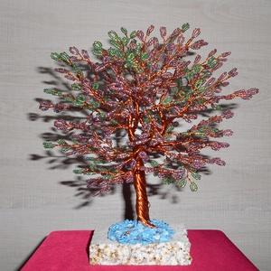 Zoé életfa, Dísztárgy, Dekoráció, Otthon & Lakás, Gyöngyfűzés, gyöngyhímzés, A fa 2 mm-es szívárványos sötét lila és szívárványos zöld gyönggyel, vörös rézdróttal készült. A fa ..., Meska