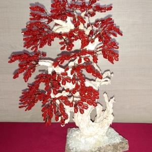 Vörösben pompázó bonsaifa - Meska.hu