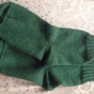 Vastag zöld zokni., Zokni, Cipő & Papucs, Ruha & Divat, Kötés, Kézzel kötött vastag zokni. Anyaga puha akryl, jó meleg. Lakásban, vagy akár pamut zoknira felvéve j..., Meska