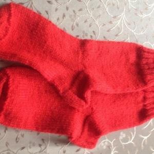 Piros zokni, Táska, Divat & Szépség, Ruha, divat, Kötés, Puha, kézzel kötött zokni. Mérete: 39-40 lábra. szára 20 cm., Meska