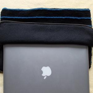 Fekete-kék kötött laptop tartó, Táska, Divat & Szépség, Táska, Laptoptáska, Kötés, Varrás, Kézzel kötött, puha anyagú laptop tartó.\nMéretei :33cmX23cmX1,5-2cm.\nPolár anyaggal van bélelve, zip..., Meska