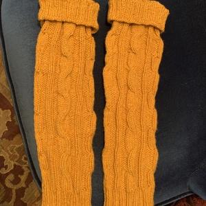 Kézzel kötött lábszár melegítő, Ruha & Divat, Cipő & Papucs, Lábszármelegítő, Kötés, A képen látható sárga szín mellett kérheted a fotózott színekben is. Divatos kötött lábszár melegítő..., Meska