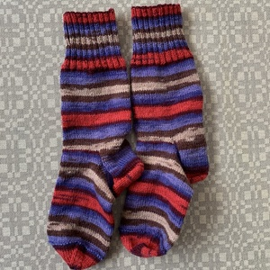 Kötött gyapjús zokni, Ruha & Divat, Cipő & Papucs, Zokni, Kötés, Kézzel kötött, jó meleg zokni. 75 % gyapjú tartalma jó melegen tartja a látbat. Mérete 39-40-es lábr..., Meska