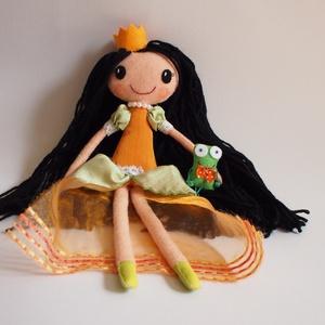 Heléna hercegkisasszony és békája- öltöztethető textilbaba, Gyerek & játék, Játék, Baba, babaház, Plüssállat, rongyjáték, Baba-és bábkészítés, Mindenmás, Kb. 37 cm magas, egyedi tervezésű, kézzel varrt, kedves textilbaba királylány ruhában, aprócska kisb..., Meska