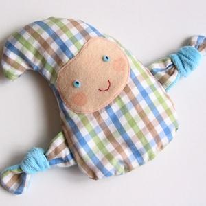 Manócska- meggymag párna (kék-zöld kockás), Manó, Plüssállat & Játékfigura, Játék & Gyerek, Varrás, Pamut anyagból készült, meggymaggal töltött, manócska alakú gyógypárnácska. A meggymag párna nagy el..., Meska