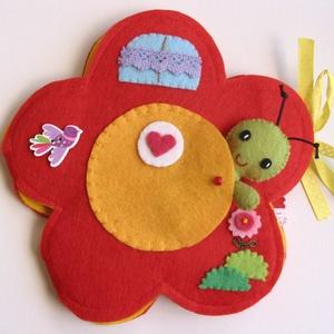 Zöldi virágbogárka virágkuckója- játszókönyvecske, Gyerek & játék, Játék, Készségfejlesztő játék, Plüssállat, rongyjáték, Mindenmás, Varrás, Ebben a bájos kis virág házikóban lakik Zöldi, a cuki virágbogár. Zöldi - mint minden virágbogár- na..., Meska