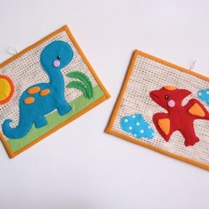 Dinoszauruszos textilképek- 2db (Azonnal vihető), Gyerek & játék, Gyerekszoba, Baba falikép, Játék, Mindenmás, Szövet alapra készített vidám, színes textil kép a gyerekszobába,cuki erdei állatkákkal.\n\nMéretük: 2..., Meska