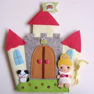 Angelika királykisasszony palotája- játszókönyvecske - öltöztetős babával, ruhákkal és pici kutyival, Gyerek & játék, Játék, Készségfejlesztő játék, Plüssállat, rongyjáték, Mindenmás, Varrás, Ebben a csodaszép palotában lakik a bájos Angelika királykisasszony,  és aprócska kutyája. \nAngelika..., Meska