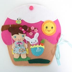 Bibi muffin házikója- játszókönyvecske öltötztetős babával és kisnyuszval, Gyerek & játék, Játék, Készségfejlesztő játék, Plüssállat, rongyjáték, Mindenmás, Varrás, Ebben az édes kis  muffin házikóban lakik Bibi, a bájos sütibaba és aprócska nyuszkója, Pamacska. \nB..., Meska