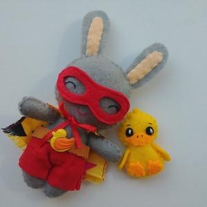 Szuperhős nyuszi - cuki kacsa segítő társsal és levehető kiegészítőkkel, Gyerek & játék, Játék, Plüssállat, rongyjáték, Játékfigura, Varrás, Cuki, öltöztethető szuperhős nyuszi levehető kiegészítőkkel:\n- palásttal\n- maszkkal\n-nadrággal\n-kacs..., Meska