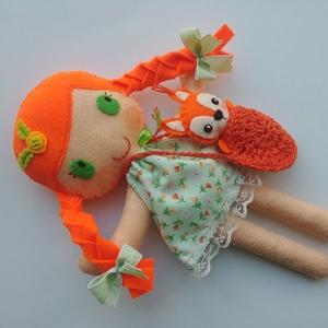 Gréti- öltöztethető textilbaba kis mókussal és kiegészítőkkel (Azonnal vihető!), Gyerek & játék, Játék, Baba, babaház, Varrás, Kedves, mosolygós, fonott copfos öltöztethető baba  aprócska mókussal. Arca kézzel hímzett.\n\nA baba ..., Meska