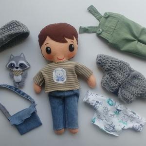 Erik- öltöztethető textilbaba apró mosómacival és kiegészítőkkel (azonnal vihető!), Öltöztethető baba, Baba & babaház, Játék & Gyerek, Varrás, Kedves, mosolygós fiú baba, mindenféle ruha darabbal és egy aprócska mosómacival. Arca kézzel hímzet..., Meska