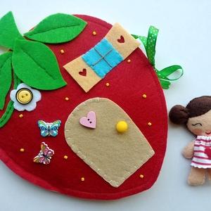Panni eperkuckója- játszókönyvecske, Gyerek & játék, Játék, Készségfejlesztő játék, Plüssállat, rongyjáték, Mindenmás, Varrás, Ebben a bájos kis eper házikóban lakik Panni, aki imádja az epret és a virágokat. Reggelente nagyra ..., Meska