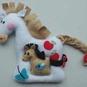 Együtt mókásabb!- lovacskák, Gyerek & játék, Otthon & lakás, Lakberendezés, Játék, Készségfejlesztő játék, Varrás, Filc anyagból készültek, ezek a saját tervezésű, kézzel készített vidám lovacskák. Mókás játék kicsi..., Meska