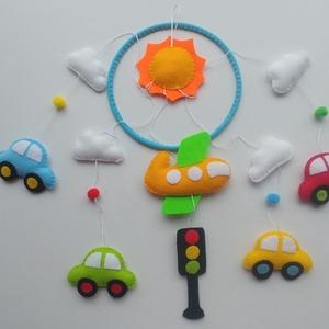 Járműves színes babaforgó (Rendelhető!), Kiságyforgó, 3 éves kor alattiaknak, Játék & Gyerek, Varrás, Mindenmás, Bájos, vidám gyermekforgó  színes autókkal, repülővel, jelző lámpával, felhőkkel és napocskával.\n\nA ..., Meska