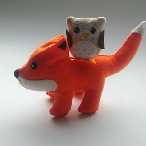 Kis róka baglyocskával, Játék & Gyerek, Plüssállat & Játékfigura, Bagoly, Varrás, Kedves, vörös filc róka barátjával, egy apró baglyocskával.\n\n\nA róka méretek: kb.20cm*19cm \n\n..., Meska